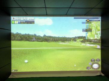 福岡のゴルフ練習場 スイングワン のシミュレーター2H