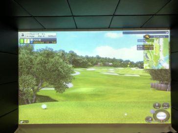 福岡のゴルフ練習場 スイングワン のシミュレーター4H