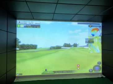 福岡のゴルフ練習場 スイングワン のシミュレーター3H