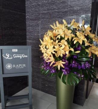 福岡のインドアゴルフ練習場、スイングワンの入口に見事な花が咲きました